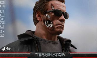 HOT TOYS MMS307 TERMINATOR GENISYS T-800 GUARDIAN