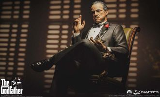 DAMTOYS CS019 The Godfather 1972 Edition of Vito Andolini Corleone Full-Body Statue Banner
